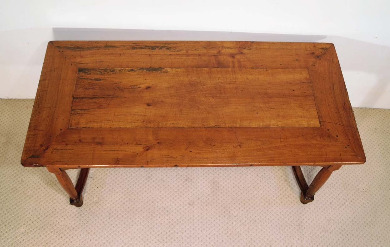 French Antique Cherry Farmhouse Table with Crinoline Stretchers C 1790, coup onglet top
