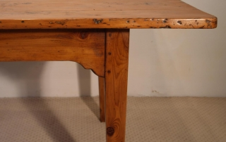 French Antique pine farmhouse kitchen table, bracketed frame